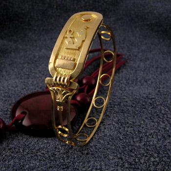 18K gold cartouche bracelet