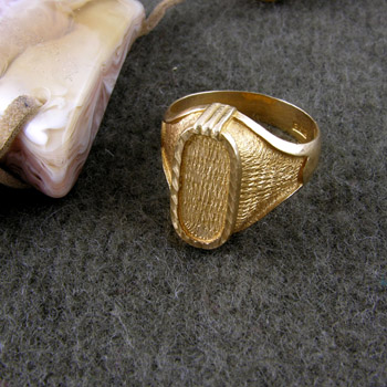 18K Gold King TuT vertical notched Cartouche ring (personalized gifts)