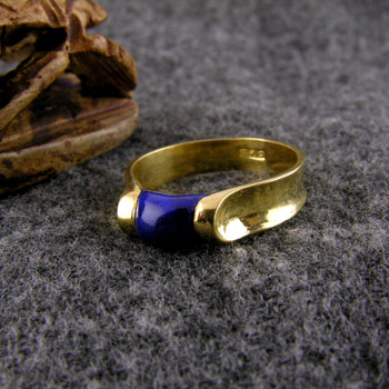 18k Gold ring with dark blue stone (Rings Collection)