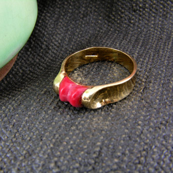 18k gold ring with red stone (Rings Collection)
