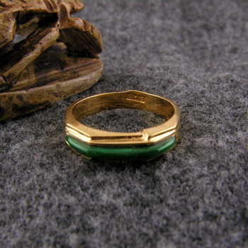 Hexagonal 18k gold ring with green stone (Rings Collection)