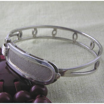 Personalized Notched cartouche bracelet