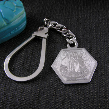 Silver hexagon keychain with engraved Nefertiti head (jewelry gifts)