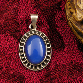 Silver pendant with dark blue stone & filigree border (jewelry gifts)